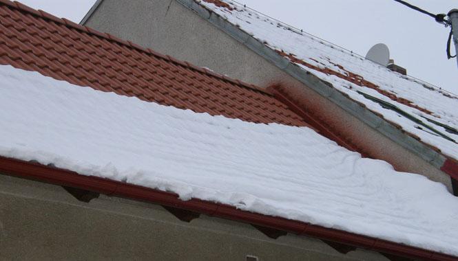 Jak zvládnout sníh na střeše?