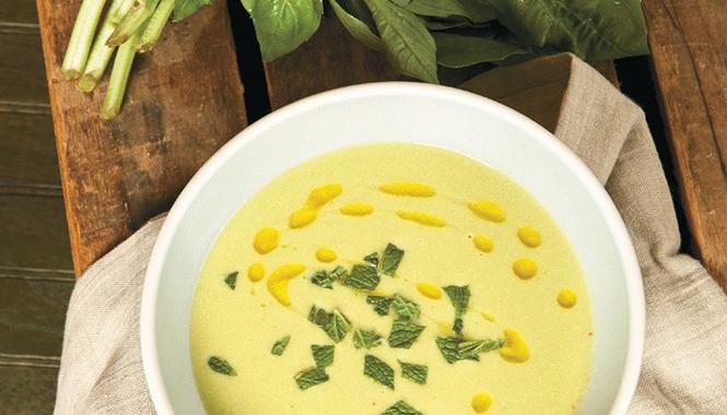 Okurková polévka s bazalkou