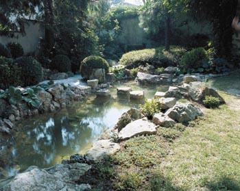 Voda a kámen představují v zahradě jeden z nejtypičtějších