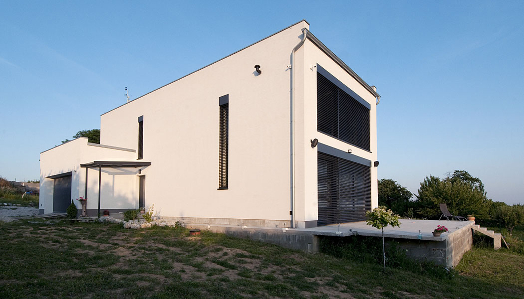 I03: Ostrovný dom