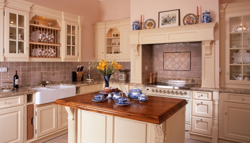 Hš Rustikal - kuchyně z masivu v tradičním designu