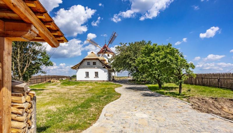 Přestavba větrného mlýna ve středních Čechách aneb s větrákem v zádech
